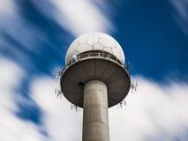Offentligt torn för radarstation Arkivfoton