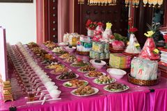 Offer- erbjuda på den kinesiska anden Festival02 för spökefestival royaltyfri foto