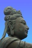 Offerente al Buddha gigante Immagine Stock Libera da Diritti
