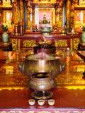 Offerings i en kinesisk tempel i Georgetown, Penang, Malaysia Arkivfoto