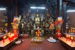 Offerta sacrificale in Jade Pagoda al nuovo anno lunare, Saigon, Vietnam Fotografia Stock