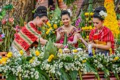 Offerta tradizionale di nordest tailandese e ghirlanda del riso Immagini Stock