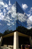 Office Building. Reflecting blue sky and clouds Royalty Free Stock Photos