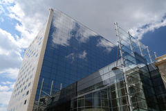 Office Building. Reflecting The Sky Royalty Free Stock Photos