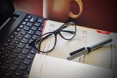 Office calendar with glasses and pen Royalty Free Stock Images