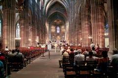 Office dans la cathédrale de Notre Dame Image libre de droits