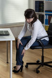 Office worker with leg pain Royalty Free Stock Photography