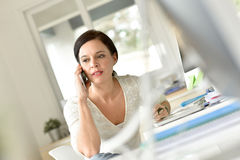 Office worker talking on phone Royalty Free Stock Photography