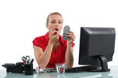 Free Office Worker Using Make-up Royalty Free Stock Photography - 31988777