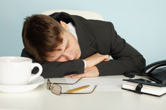 Office worker was tired and fell asleep at table Royalty Free Stock Photos