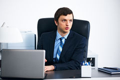 Office worker working on laptop in office Royalty Free Stock Photos