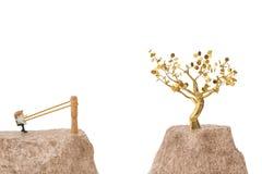 Officeman на рогатке, идет к дереву золота иллюстрация 3d Стоковая Фотография