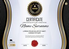 Officieel certificaat Luxe witte zwarte spatie Gouden zwarte ontwerpelementen en zwart embleem op de witte achtergrond Zaken stock illustratie