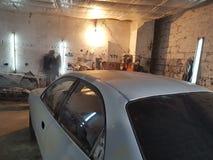 Officina della pittura dell'automobile fotografie stock