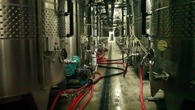 Officina di produzione vinicola video d archivio