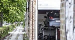 Officina di riparazione dell'automobile Immagini Stock Libere da Diritti