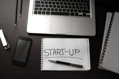 Offise tabell för startup affärschef Arkivfoton