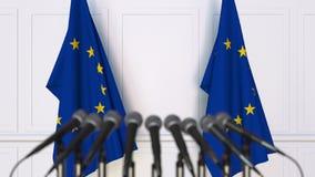 Offizielle Pressekonferenz Flaggen der EU der Europäischen Gemeinschaft und der Mikrophone Begriffswiedergabe 3d vektor abbildung