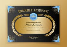 Offizielles schwarzes Zertifikat mit Gestaltungselementen des blauen Schwarzen Goldemblem, Goldtext auf dem schwarzen Kreis Stockbild