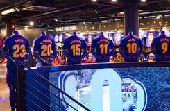 Offizielles Speicher-FC Barcelona, Kleidung und Schuheteam von Andenken und von Utensilien für Fans des Teams und der Besucher de lizenzfreie stockfotos