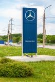 Offizielles Verkaufsstellezeichen von Mercedes-Benz Lizenzfreie Stockfotos
