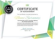 Offizielles weißes Zertifikat mit grünen Dreieckgestaltungselementen Sauberes modernes Design des Geschäfts Stockbilder