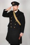 Offizier der Königlichen Marine WW11 im Übermantel Stockbilder