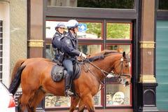 Offiziere der berittenen Polizei Stockbild