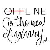 Offline är den nya lyxen Inspirerande ordstäv om internet- och samkvämmassmedia Bläckpenna borste Royaltyfri Fotografi