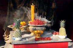 Offre bouddhiste Phuket, Thaïlande Photos stock