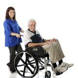 Offrir avec les personnes âgées Image libre de droits