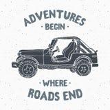 Offroad автомобиль SUV, винтажный ярлык, рука нарисованный эскиз, grunge текстурировал ретро значок, печать футболки дизайна офор иллюстрация штока
