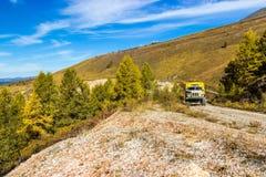 Offroad отключение к горам Altai Стоковое Изображение RF