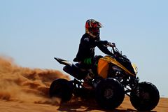 Offroad с квадрациклом в пустыне стоковые изображения