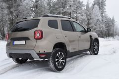 Offroad jeżdżenie z Dacia Duster 2018 zdjęcia stock