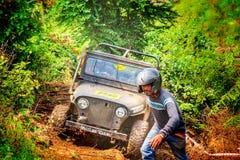 Offroading na selva Imagens de Stock