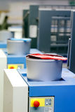 Offsetdruckmaschine - Farbtintendosen Lizenzfreie Stockbilder