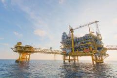 Offshoreöl und Anlagenplattform lizenzfreie stockbilder