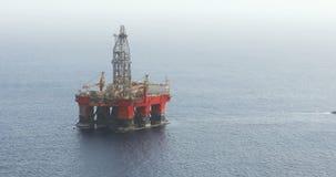 Offshoreöl- und Gasplattform stock video