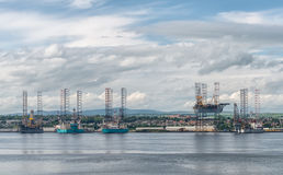 Offshore drilling platform in repair in shipyards in Dundee. Offshore drilling platform in repair in shipyard in Dundee lRiver Stock Photos