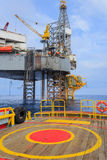 Offshore-Jack Up Drilling Rig Over die Förderplattform Stockbilder