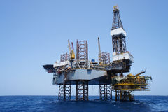 Offshore Jack Up Rig And Production Platform Royalty Free Stock Photos