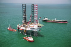 Offshore oil rig drilling platform. In the gulf of Thailand 2015 Royalty Free Stock Photos
