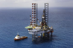 Offshore oil rig drilling platform. In the gulf of Thailand 2015 Stock Photo