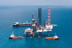 Offshore oil rig drilling platform Royalty Free Stock Photos
