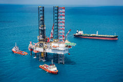 Offshore oil rig drilling platform. In the gulf of Thailand 2015 Royalty Free Stock Images