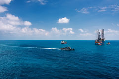 Offshore oil rig drilling platform. In the gulf of Thailand Stock Photos