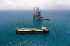 Offshore oil rig drilling platform. In the gulf of Thailand Stock Photography