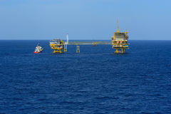 The offshore oil rig and supply boat Royalty Free Stock Photo