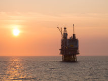 Offshore platform sunrise Royalty Free Stock Photos
